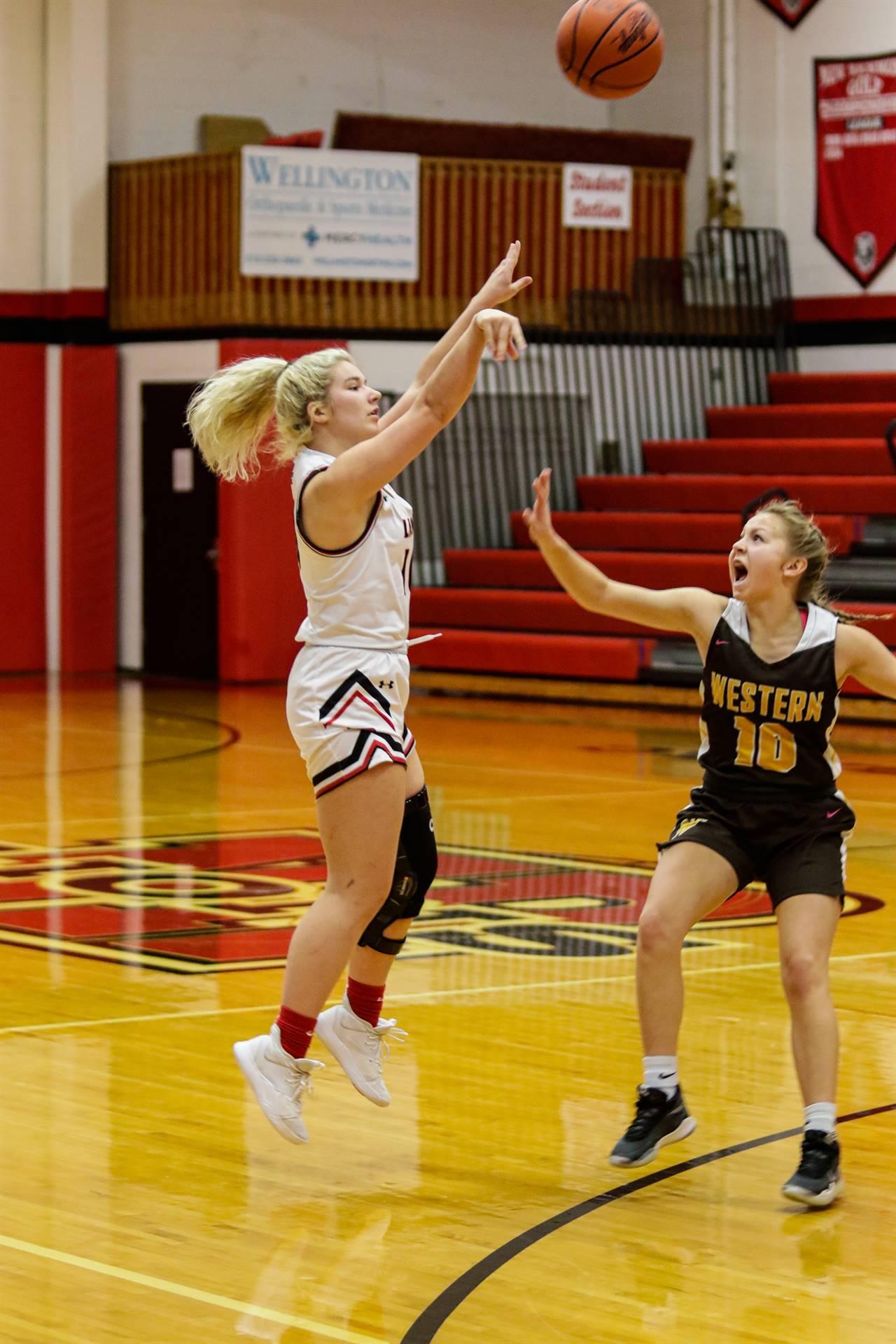 girls basketball player shooting the ball