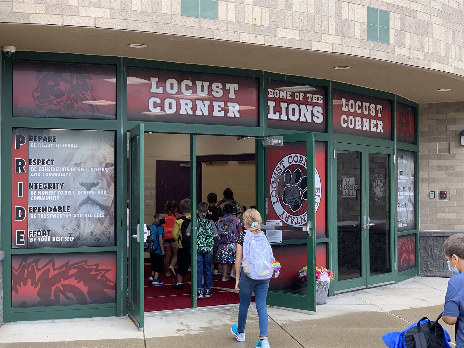 Students enter building at Locust Corner